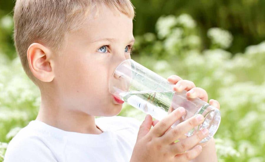hydrater son enfant l'été